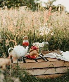 summer coffee   Tumblr Picnic Dinner, Summer Picnic, Coffee Tumblr, Mug Cozy, Coffee And Books, The Breakfast Club, Outdoor Parties, Shop Interiors, Flowers Nature