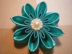 Цветы Канзаши из атласных лент своими руками - YouTube