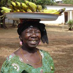 CAMEROUN :: Débrouillardise : Visages de jeunes vacanciers à Douala :: CAMEROON