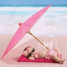 Fun Summer Photography Backdrops For Any Occasion Summer Photography, Children Photography, Newborn Photography, Baby Beach Pictures, Newborn Pictures, Funny Baby Photos, Baby Am Strand, Kind Photo, Foto Baby