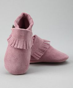 Outfit little feet with these Dutch-designed, cute-as-can-be booties to make those steps even sweeter. The soft suede keeps toes cozy while the elastic ankle ensures a snug fit. Don't worry about slips on slick surfaces because the traction sole keeps little ones upright and balanced.