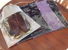 Kit de sacos em tecido de algodão com visor em plástico transparente para Sapatos. Também podem ser usados para roupas, produtos de higiene e lingerie!! Os sacos são fechados com cordão.  Tecido pode estar indisponível. Entre em contato!  Dimensão dos Sacos: 33cm de largura x 40cm de altura.  Cas...