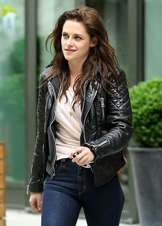 Kristen Stewart Kristen Stewart Out and About in NYC Kristen Stewart Pictures, Kirsten Stewart, Girls Dpz, Indian Bollywood, Summer Trends, Beautiful Actresses, Outfits For Teens, Street Style, How To Wear