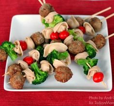 Spaghetti and Meatball Skewers: A fun kid-friendly dinner or party food! #kids #dinner