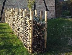 garten hecke Dead wood hedge, other version, similar to a masonry.- Dead wood hedge another version similar to masonry. Still working in . Garden Shrubs, Garden Fencing, Garden Beds, Garden Art, Garden Design, Garden Types, Plantar Rosales, Cerca Natural, Wood Fence Design