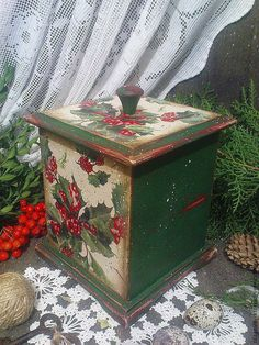 (46) Одноклассники Christmas 2019, Merry Christmas, Pink Chandelier, Christmas Decoupage, Decoupage Box, Altered Boxes, Deco Table, Christmas Pictures, Vintage Wood