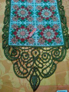 Μετρητό κέντημα σταυροβελονιάς,όλο με μεταλλικές κλωστές. Με χειροποίητη δαντέλα λασέ. Cross Stitch Embroidery, Bohemian Rug, Greek, Rugs, Decor, Farmhouse Rugs, Decoration, Greek Language, Carpets