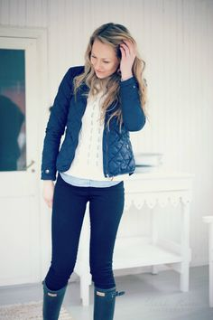 rainy day outfit navy coat, white sweater, leggings, green boots