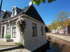 Het pittoreske vakantiehuisje Het Wetterhûske is in 1697 gebouwd. Op een wel zeer karakteristieke plek in de stad Franeker.