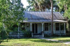 The Best Images and photos BRONSON ,FLORIDA United States and its environment, landscapes and monuments, 3017 Old Southern Homes, Southern Cottage, Cozy Cottage, Southern Style, Old Florida, Florida Home, Florida Maps, Vintage Florida, Abandoned Houses