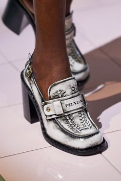 Mules Shoes, Loafer Shoes, Women's Shoes Sandals, Shoe Boots, Prada Spring, Spring Shoes, Summer Shoes, Sneakers Fashion, Fashion Shoes