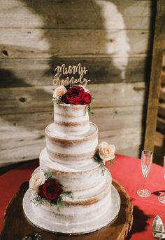 Still in love with this naked cake with red and blush florals and a wooden cake stand.  Dallas and Fort Worth Wedding Planner | Shannon Rose Events