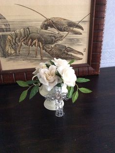 The surface of the old sugar bowl had become ugly so I painted the shabby chic white. Now it fits great as a decoration on the table.