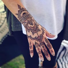 Henna for 💖 haha I love that username! 😆😘 And design he… Henna for 💖 haha I love that username! 😆😘 And design heavily inspired by one of my faves— 🙏💖 You can never go… Henna Hand Designs, Pretty Henna Designs, Arabic Henna Designs, Mehndi Designs For Fingers, Mehndi Design Photos, Best Mehndi Designs, Simple Mehndi Designs, Henna Tattoo Designs, Henna Tattoo Hand