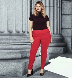 Red trousers Plus size Fashion Outfit Casual Work Business Job Look Trabalho Gordinha sim
