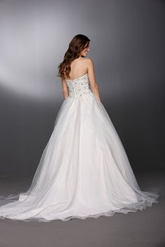 Style 50269 » Wedding Gowns » DaVinci Bridal » Available Colours : Ivory/Silver, Ivory/Ivory, White/Silver, White/White (back)