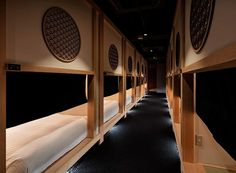 Stay Zen in a Capsule Hotel inspired by tea-house architecture Minimalist Architecture, Minimalist Design, House Architecture, Zen, Japanese Tea House, Capsule Hotel, Journal Du Design, Tokyo Hotels, Minimal Decor