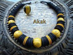 collier boules ethniques ocre et noir