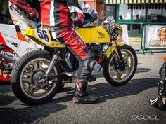 #honda #cm400 #cb400n #twin #race #vintage #yellow #day #oldschool #caferacer #loud #1980 #ready #lap #track #italy #turin #piedmont #star #comstar @caferacersofinstagram @adhoccaferacers @caferacersociety @caferaceritaly