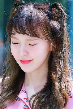 red velvet : Photo right here she looks like Park Eun Bin in Age Of Youth, OMG Kpop Girl Groups, Korean Girl Groups, Kpop Girls, Seulgi, Rapper, Peek A Boo, Wendy Red Velvet, Velvet Fashion, Most Beautiful Faces