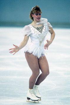 From Sequins to Scrunchies: Tonya Harding's Most Memorable Skating Costumes Tonya Harding, Ice Skating, Figure Skating, Vanity Fair, Gq, Kurt Browning, Julia Roberts, World Championship, Scrunchies