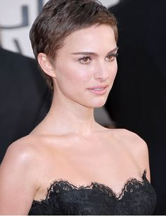 Every haircut probably looks good on Natalie Portman.