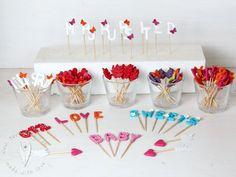 Stecker für Cupcakes oder Muffins für Sweettable, Candybar, Hochzeit usw von www.tortenfigurn.at Muffins, Cupcakes, Desserts, Food, Plugs, Names, Letters, Tailgate Desserts, Muffin