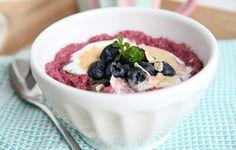Roze quinoa ontbijtpap gezond