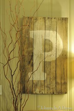Pallet Letter Sign {tutorial}  http://www.johnnyinadress.com/2012/09/pallet-letter-sign-tutorial.html?utm_source=feedburner_medium=email_campaign=Feed%3A+JohnnyInADress+%28Johnny+In+A+Dress%29#