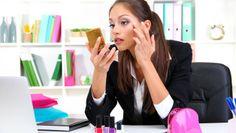 Urgenza in corso... Come sistemi il make-up in pochi minuti? Segui i consigli della nostra Stella Strala  ttp://www.stilefemminile.it/urgenza-in-corso-come-mi-sistemo-il-makeup/
