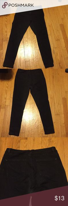 Curve appeal black skinny jeans Curve appeal jeans are made for curvy women, and are fitted to cover the butt and tummy. These fit as higher waisted to tuck the tummy. They are stretchy, and have a skinny leg style. EUC curve appeal Pants Skinny