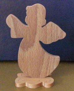 Angelo con base a forma di nuvola. Utilizzabile come porta coroncina, braccialetti, collane etc.
