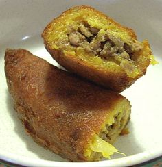 Alcapurrias ~ Puerto Rico - My favorite Puerto Rican appetizer. Mini beef patties ( green banana dough filled with pork and then fried) Voy a tener que freír las q te compre hoy! Q rico Torres Linares Puerto Rican Cuisine, Puerto Rican Recipes, Mexican Food Recipes, Comida Latina, My Favorite Food, Favorite Recipes, Recetas Puertorriqueñas, Comida Boricua, Spanish Dishes