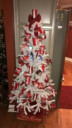 A Coca Cola Christmas Tree. Coca Cola Santa, Coca Cola Christmas, Christmas Crafts, Christmas Stuff, Holiday Tree, Xmas Tree, Christmas Tree Decorations, Holiday Decor, Christmas Trees