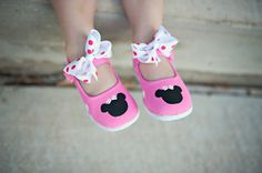 Childrens Shoes. Hand painted pink buckle minnie mouse inspired maryjane shoes with white polka dots for girls