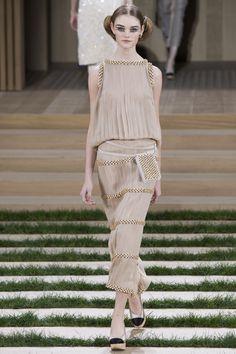 Chanel Parigi - Haute Couture Spring Summer 2016 - Shows - Vogue. Haute Couture Paris, Chanel Couture, Spring Couture, Style Couture, Couture Fashion, Runway Fashion, Fashion Show, Fashion Trends, Paris Fashion