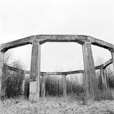 DIE GLOCKE | Bajo este arco de pilares se ocultaba Die Glocke  ✠  {X+X∞} ................. andraaj repin 2015 S/S Anuubis