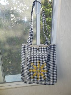 Sewing Furniture Makes It Easier To Work Chicken Scratch Patterns, Chicken Scratch Embroidery, Blackwork Embroidery, Embroidery Stitches, Hand Sewing Projects, Sewing Crafts, Gingham Fabric, Patchwork Bags, Simple Bags
