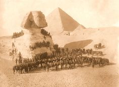 Anzac soldiers in Egypt The Australian and New Zealand Army Corps (ANZAC) was a First World War army corps of the Mediterranean Expeditionary Force that was formed in Egypt in 1915 and operated during the Battle of Gallipoli. World War One, First World, Ancient Egypt, Ancient History, Old Pictures, Old Photos, Anzac Soldiers, Le Nil, Visit Egypt