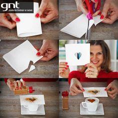 DIY: how to make a coffee heart Deco Cafe, Heart Stencil, Diy Cadeau, Coffee Heart, Heart Day, How To Make Coffee, Coffee Design, Creative Food, Creative Ideas
