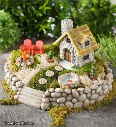 Many other ideas on DIY crafts, DIY fairy garden ideas are very popular nowadays.DIY fairy garden ideas are very enjoyable and interesting. Mini Fairy Garden, Fairy Garden Houses, Fairy Gardening, Gnome Garden, Kitchen Gardening, Green Fairy, Fairies Garden, Garden Cottage, Flower Fairies