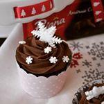 Cupcakes cu ciocolata si crema ganache Reteta Video si un concurs cu premii mari si utile Poiana GteteCuPoiana PrjituriPoiana cupcakes bucatareselevesele ciocolata cake