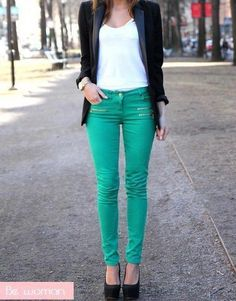 Teal skinny jeans outfit.