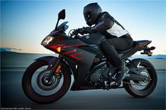 2017 Yamaha YZF-R3 Supersport Motorcycle - Model Home
