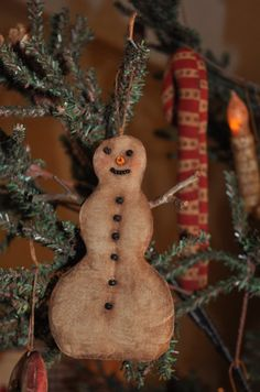 Old Stained Snowman.hanging on a prim tree. Cowboy Christmas, Christmas Swags, Christmas Store, Primitive Christmas, Country Christmas, Simple Christmas, Handmade Christmas, Vintage Christmas, Christmas Crafts