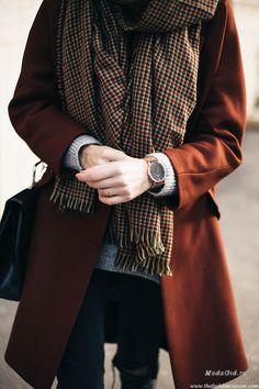 Во многих городах сейчас стоит прохладная погода, и Нью-Йорк, который на прошлой неделе стал центром моды, тоже не избежал холодов. Поэтому в сегодняшней подборке лучших модных образов будут преимущественно многослойные стильные аутфиты.