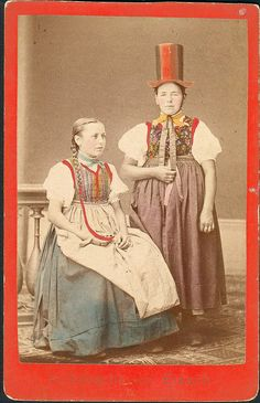 Young girls in folk dress from Elzach, Black Forest, Germany