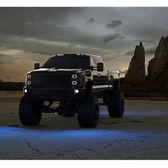 Lifted truck cool pic