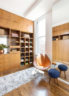 Amazing custom closet / dressing room. Via @mydomaine | pinned by @softgoldco