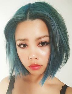 Short green bob - Lazybum pastel green short hair with deep center part